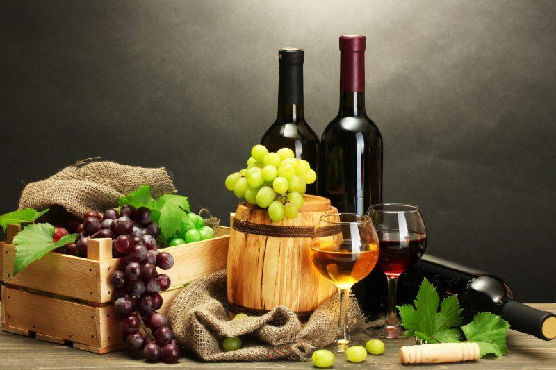 Фуд-съёмка вино и фрукты